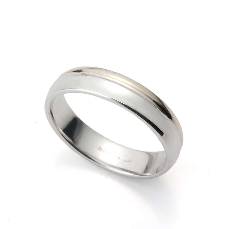 18WG Gents Bevelled Wedding Band